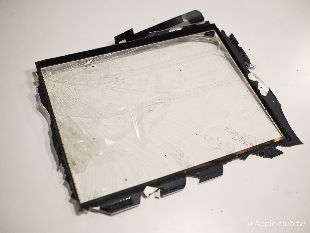 拆卸下來的破裂觸控玻璃