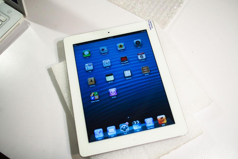 經過一個小時更換好觸控面板後的iPad 4